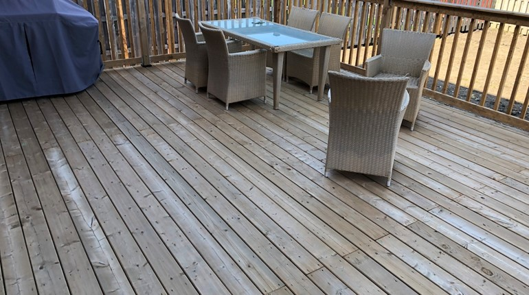 Stain a deck 16x20' in Windsor